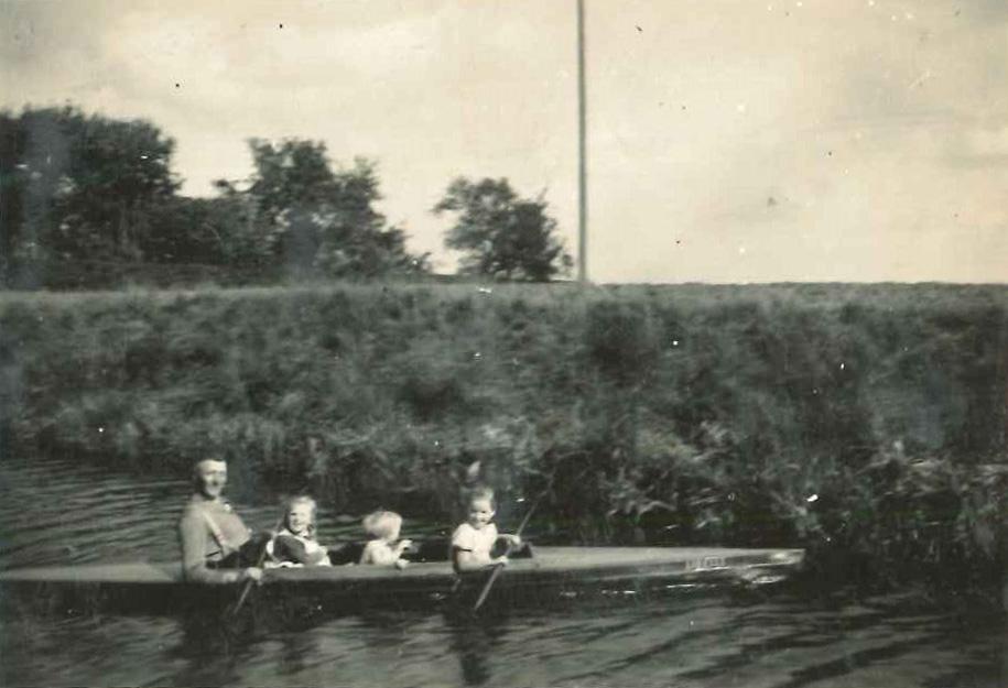 Mit dem Boot auf dem Kanal - 1936
